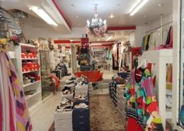 Intérieur haut en couleur de cette boutique d'Arpajon