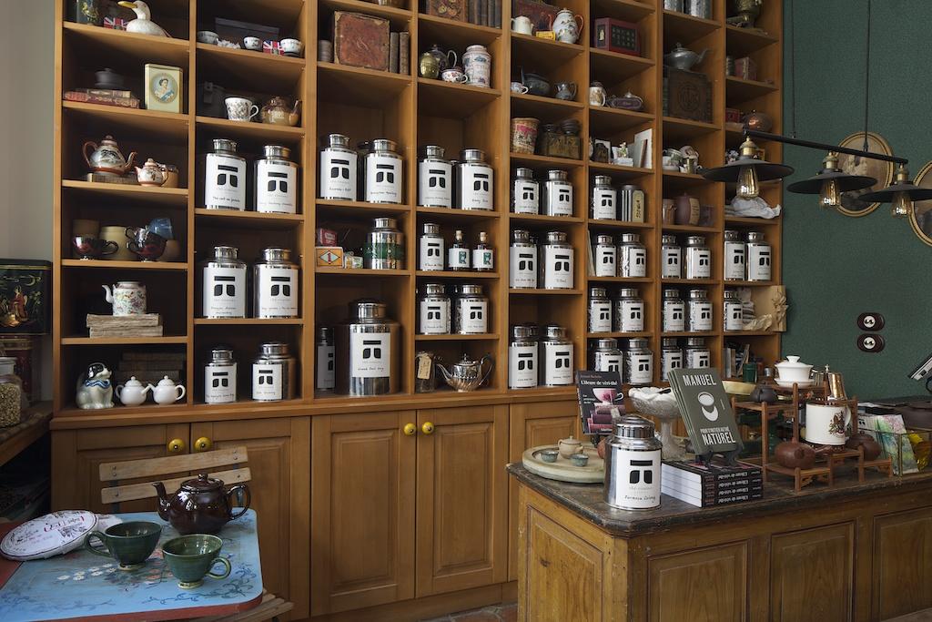 Présentoirs à thé dans la boutique